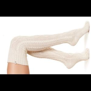 UGG new out tag  Classic Cable Knit Over-the-Knee